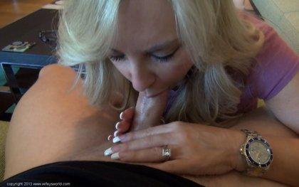 wifey sucking cock1
