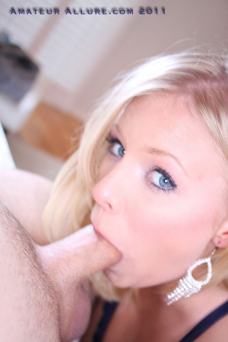 beautiful babe-sucks cock